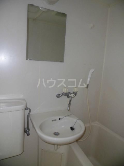 ラポール高砂 301号室の洗面所