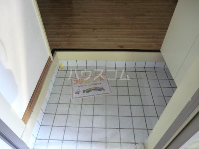 エスポワール常盤 201号室の玄関
