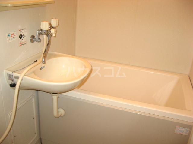 クレスト新開 201号室の洗面所