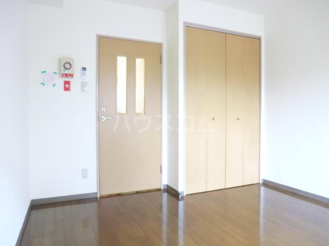 ロイヤルハイツ常盤 301号室の居室