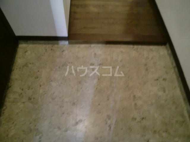 プリンシパル浦和 302号室の玄関