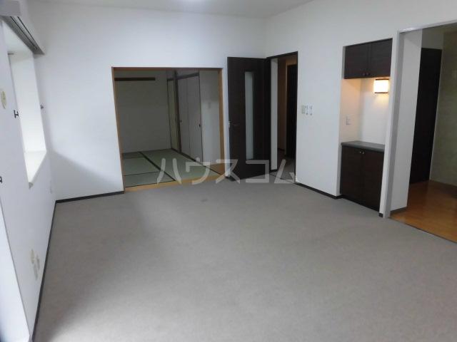 レジデンス浦和 202号室のリビング