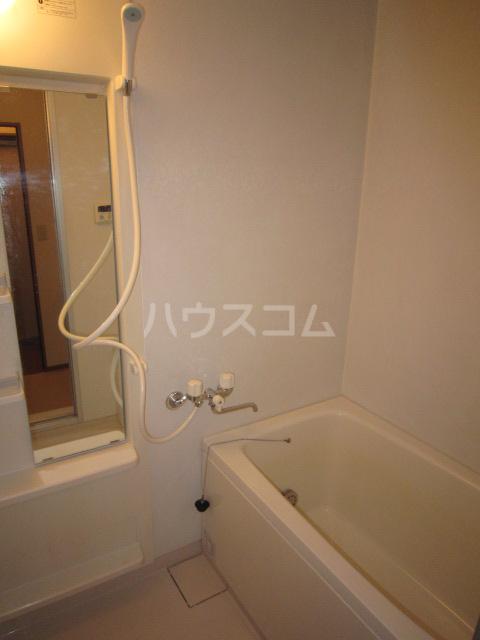 Fフラット町谷 Ⅱ 105号室の風呂