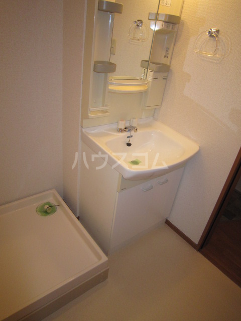 Fフラット町谷 Ⅱ 105号室の洗面所