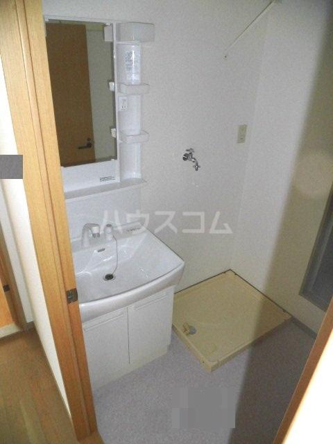 レジデンス・ツジムラⅢ 101号室の洗面所