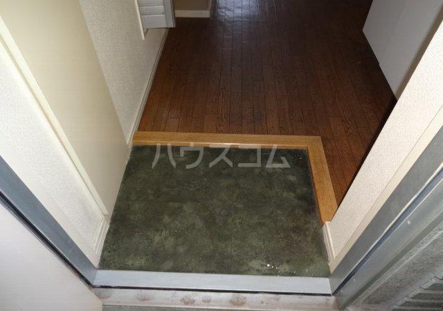第11メゾンエステルナ 103号室の玄関