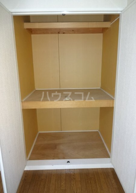 第11メゾンエステルナ 103号室の収納