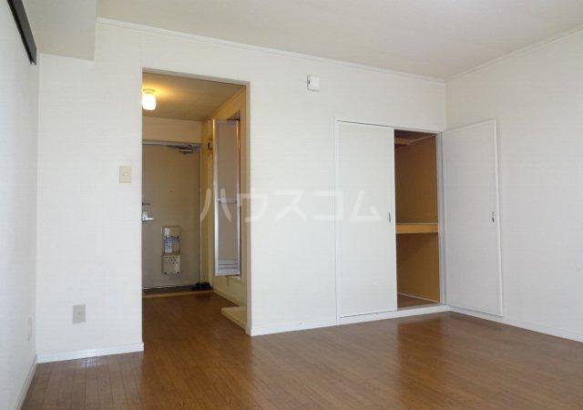 第11メゾンエステルナ 103号室の居室