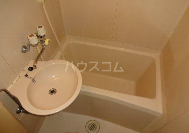 第11メゾンエステルナ 103号室の洗面所