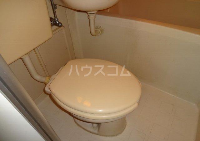 第11メゾンエステルナ 103号室のトイレ
