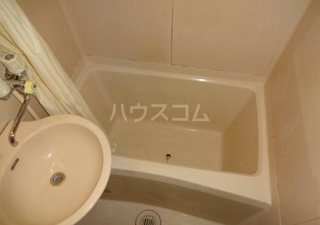 第11メゾンエステルナ 105号室の風呂