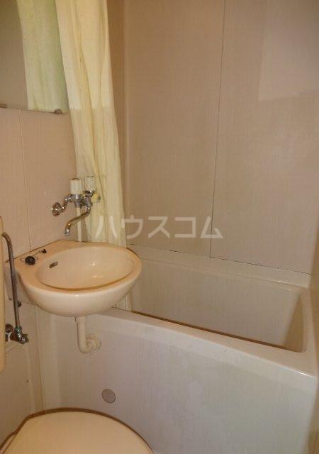第11メゾンエステルナ 105号室の洗面所
