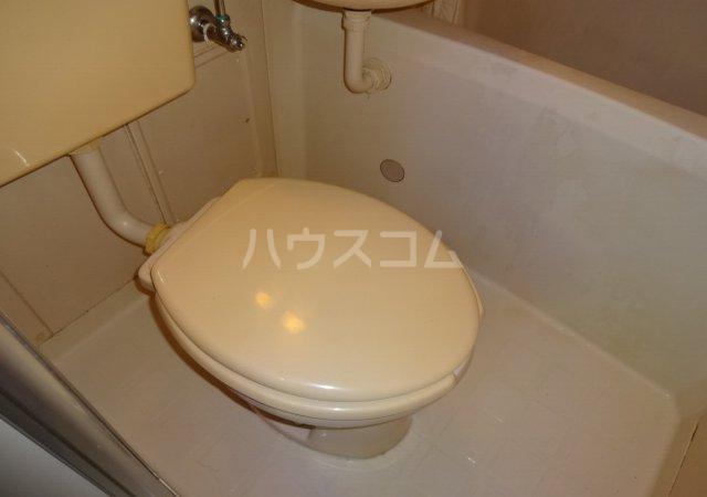 第11メゾンエステルナ 105号室のトイレ