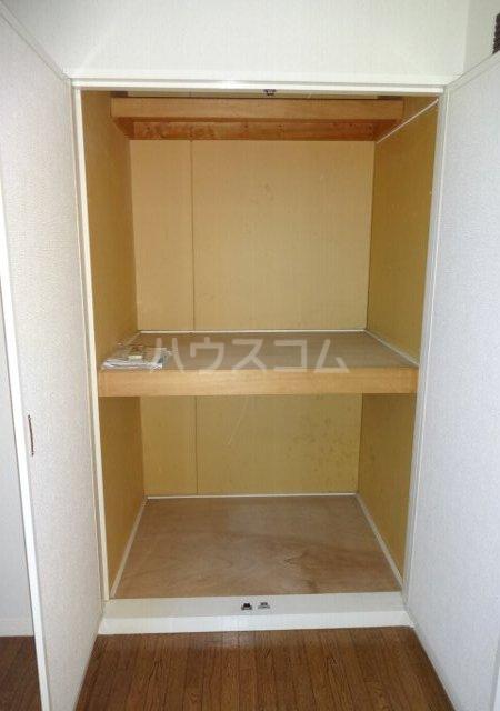 第11メゾンエステルナ 105号室の収納