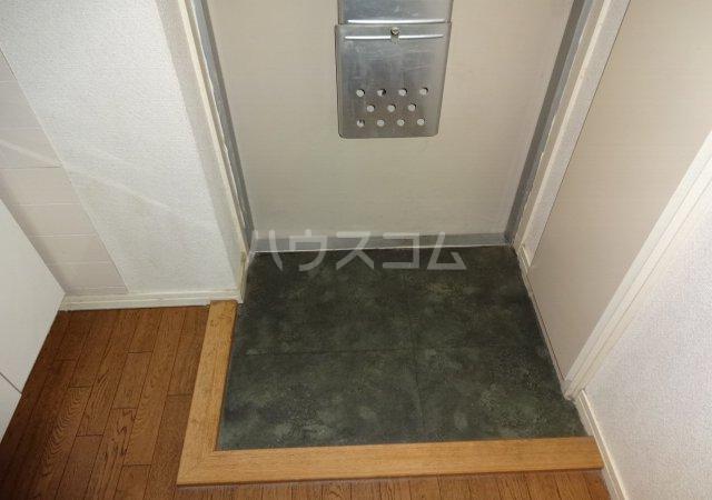 第11メゾンエステルナ 105号室の玄関