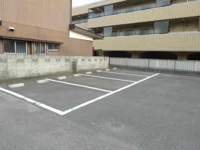 第三斉藤荘 102号室の駐車場