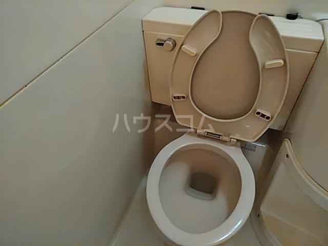 キャトルセゾン 102号室のトイレ