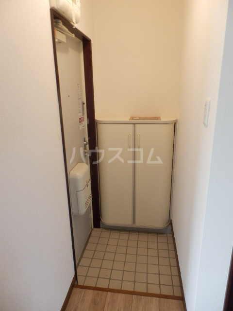 アーベント佐鳴台 201号室の玄関