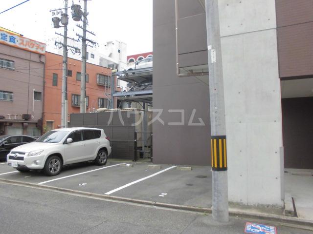 アマーレ東海通 905号室の駐車場