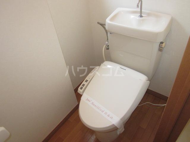 美春マンション 201号室のトイレ