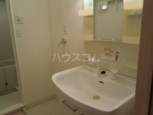 カトルセゾン B 105号室の洗面所