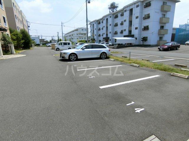 メゾンシャルドネ県庁南 103号室の駐車場