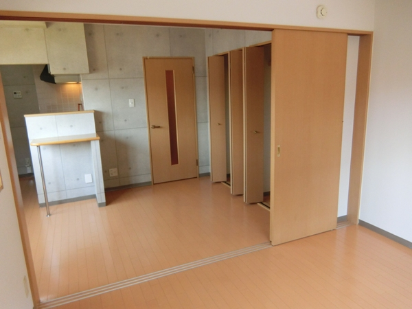 ヌーベルバーグ 302号室のリビング