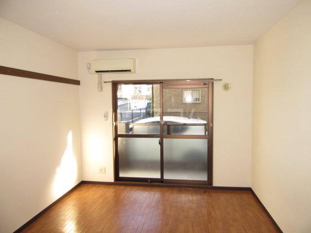 マンションアルティア Ⅱ 105号室のリビング
