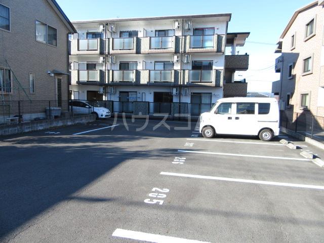 マンションアルティア Ⅱ 105号室の駐車場