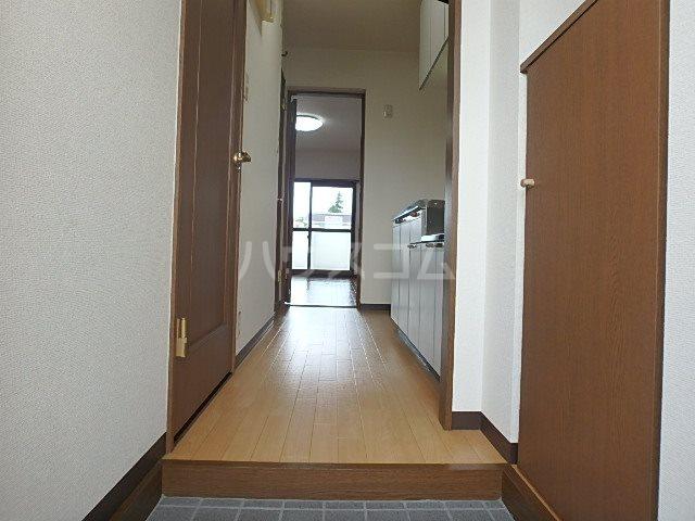 マンションアルティア Ⅱ 302号室の玄関