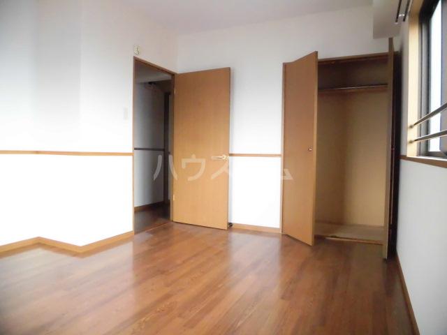 ベアーガーデン 302号室の居室