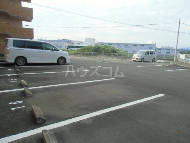 D-FELLOW 506号室の駐車場