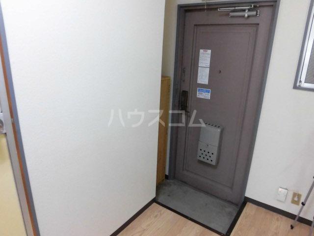 ベストライフ八洲 202号室の玄関