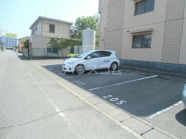 マンションサザンⅡ 402号室の駐車場