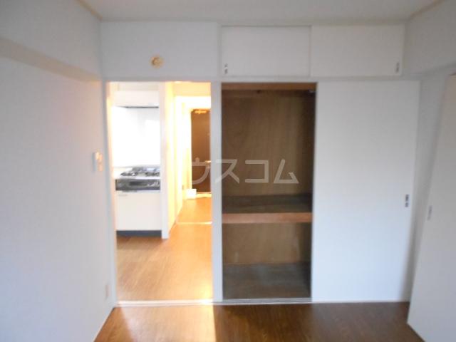 駒沢ダイヤモンドマンション 1102号室のリビング