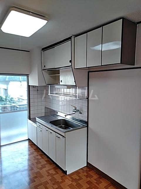 パークサイドハイツ 302号室のキッチン