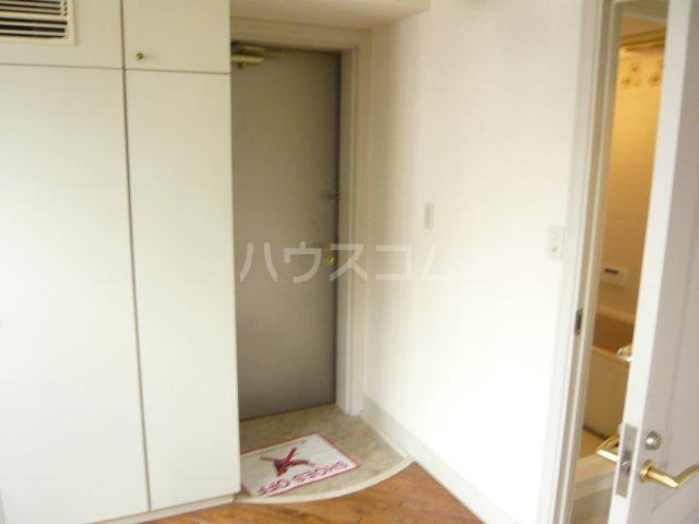 ミュゼ駒沢 102号室の玄関