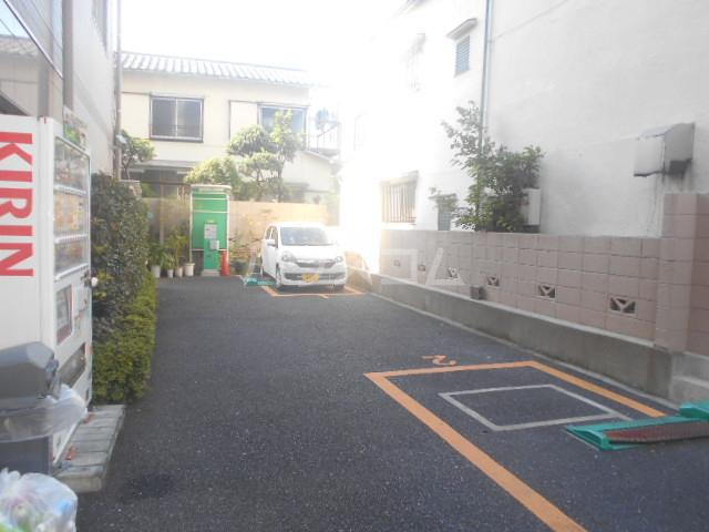 レザン池尻 406号室の駐車場