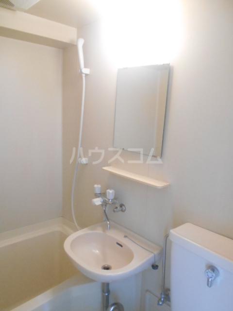 レザン池尻 406号室の洗面所