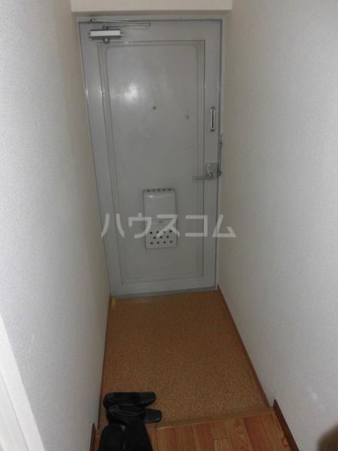 スターハイツ 101号室の玄関