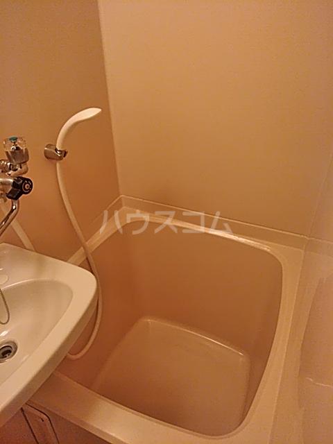 メゾン・ド・ワイズ 102号室の風呂