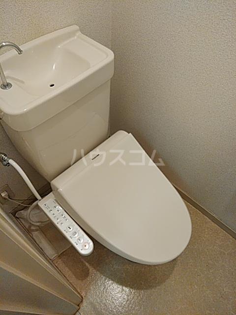 メゾン・ド・ワイズ 102号室のトイレ