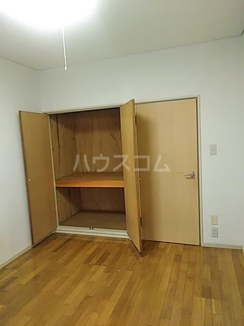 メゾン・ド・ワイズ 102号室のベッドルーム