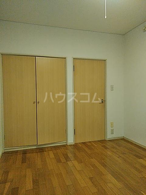 メゾン・ド・ワイズ 102号室の居室
