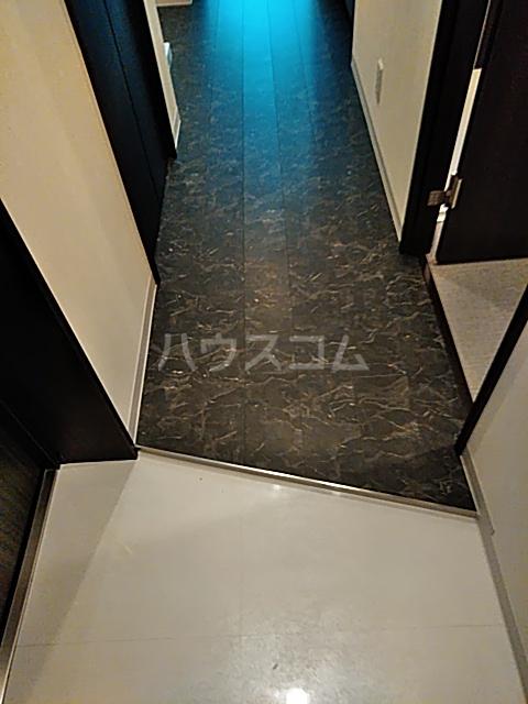 コンポジット上野毛 203号室の玄関