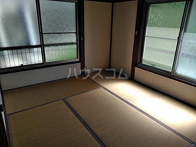 大岡アパート 201号室のリビング