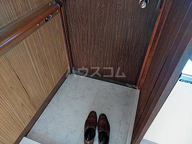 大岡アパート 201号室の玄関