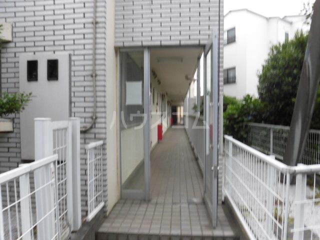 ルミエール所沢 00102号室のエントランス