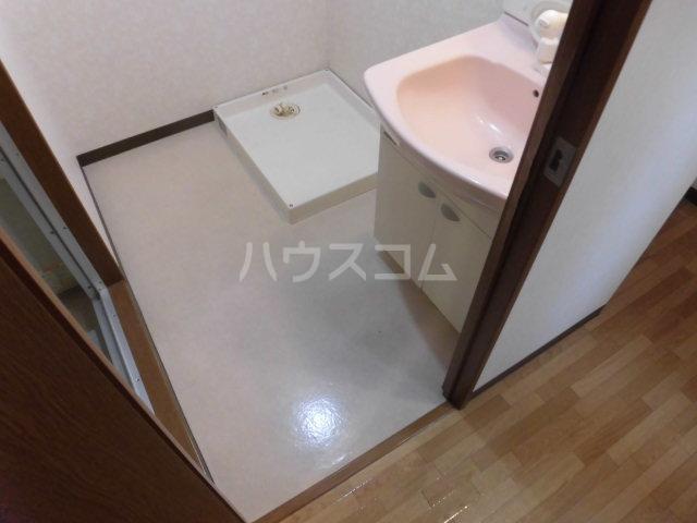 シンフォニーマルナカ 00102号室の洗面所
