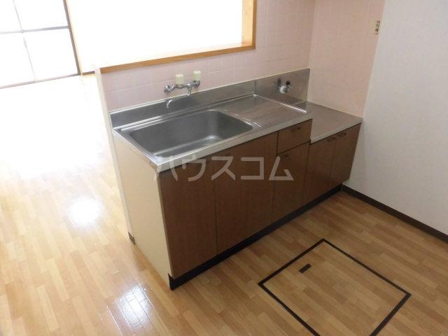 シンフォニーマルナカ 00102号室のキッチン